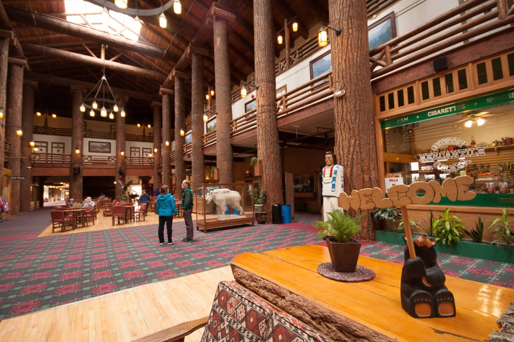 Glacier Park Lodge in Montana-5