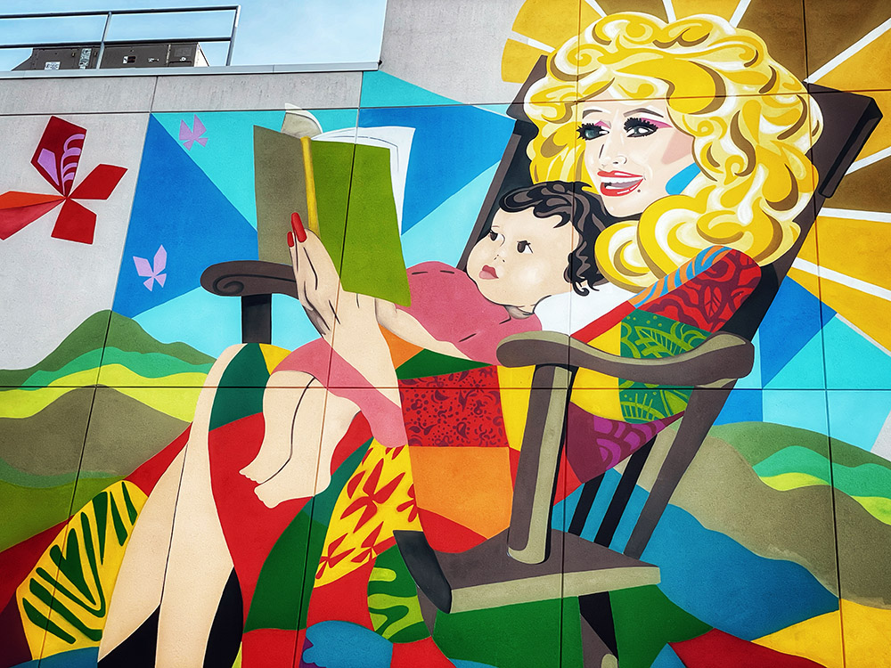 Dolly Parton mural for Imagination Library by Kim Radford in Nashville, Tennessee