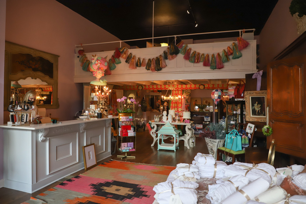 Shopping in downtown Natchez, Mississippi